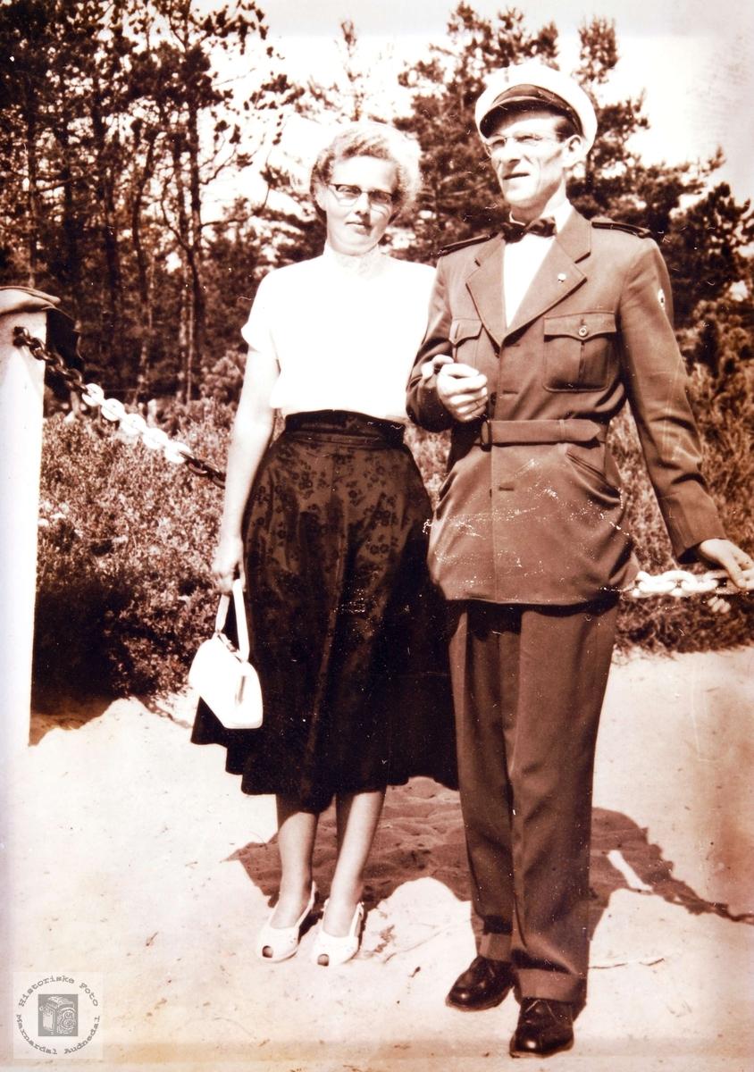 Det unge paret, Hægland, på Sjøsanden i Mandal.