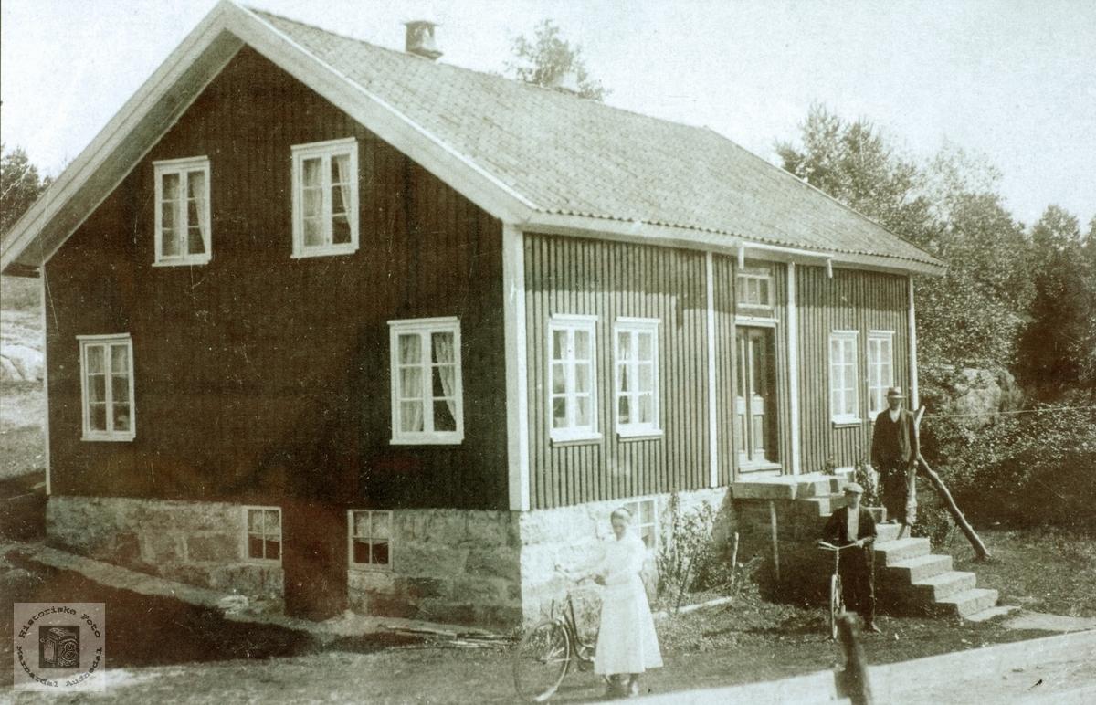 """Dette huset er """"Hola"""" på Vestre Sveindal i Grindheim."""