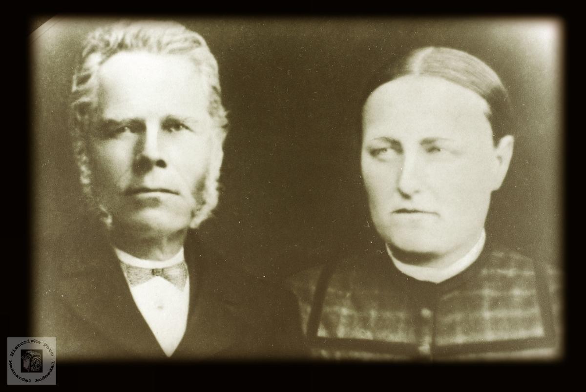 Portrett av ekteparet Ole og Asborg Smedsland.