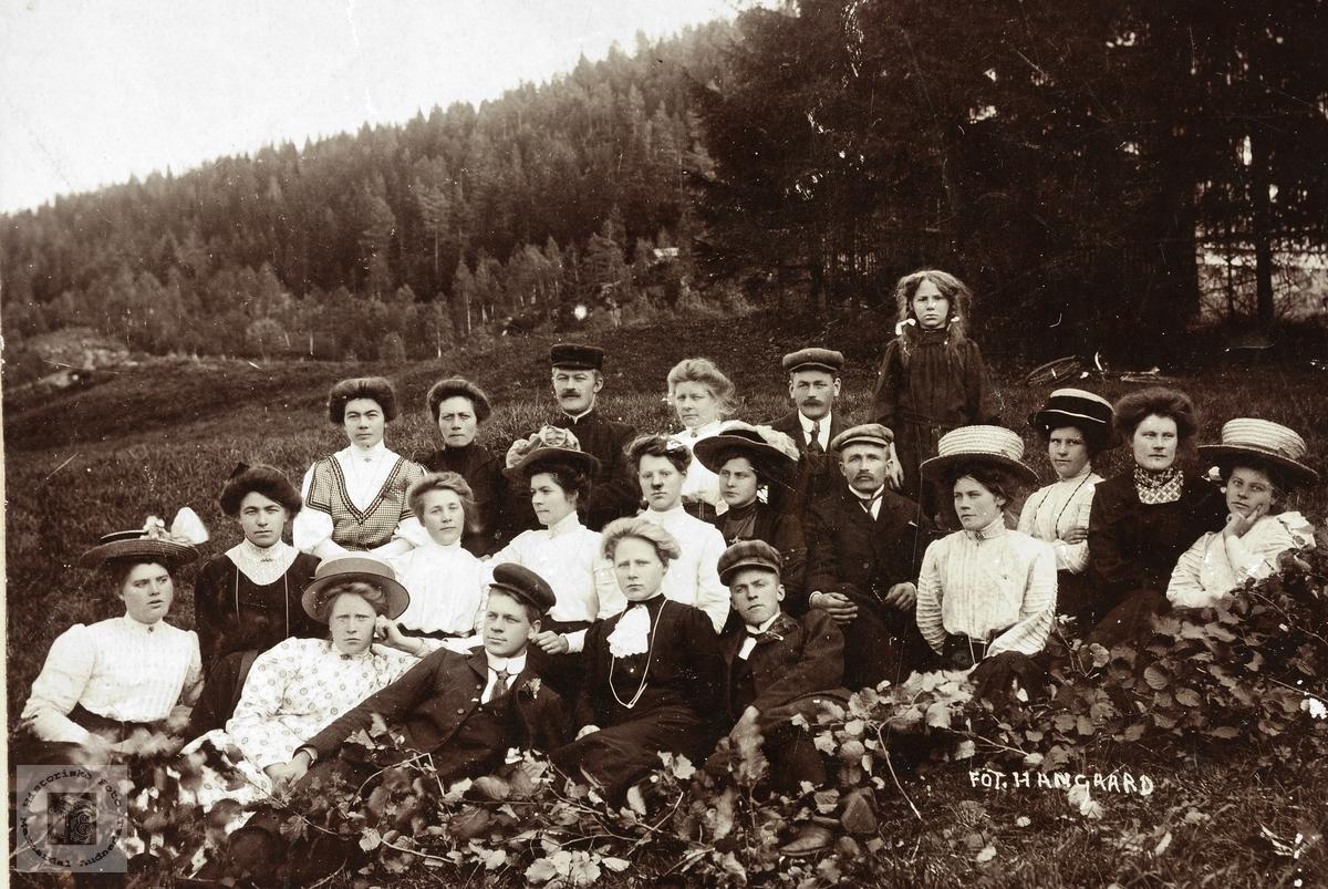 Ungdommer i Selandsdalen. Grindheim.