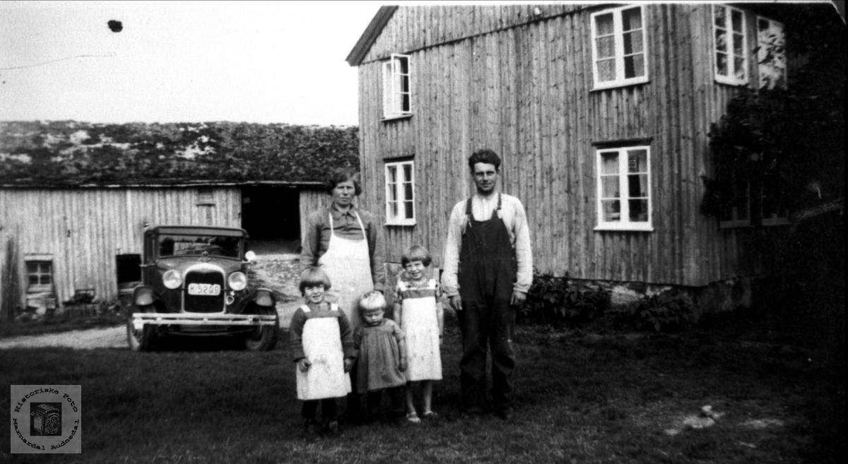 Gunhild og Tygve Strisland med barn.