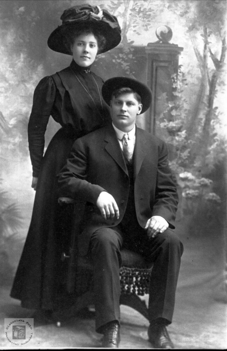 Portrett av ekteparet Anne Gesine og Jørgen Laudal, USA.