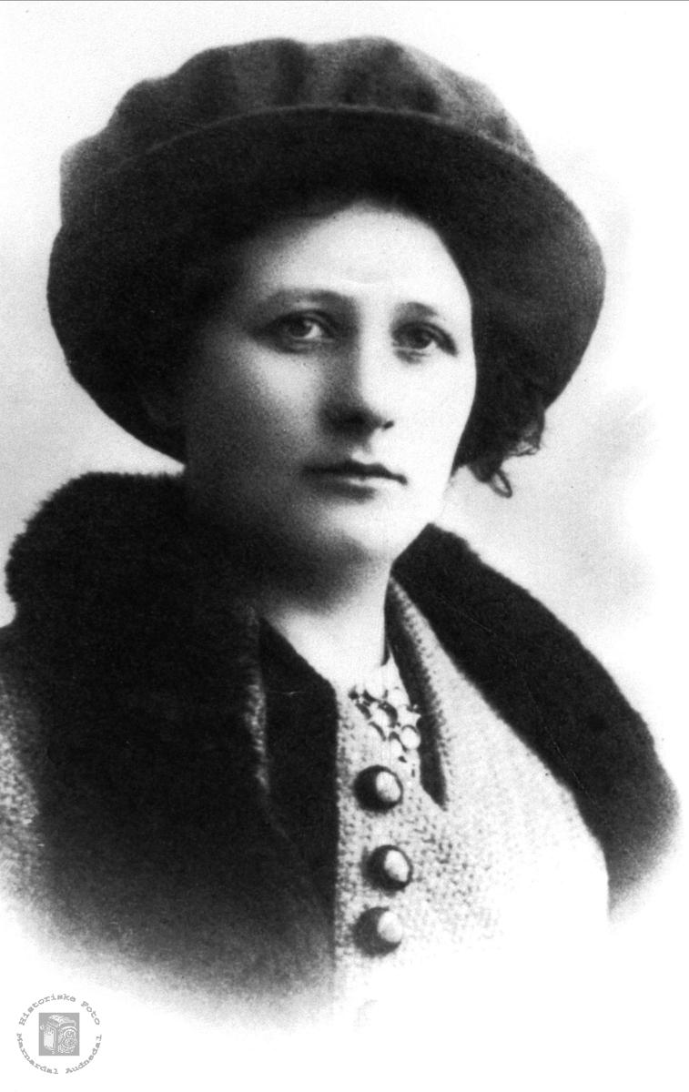 Portrett av Inga Sofie Fladeli, Øyslebø.