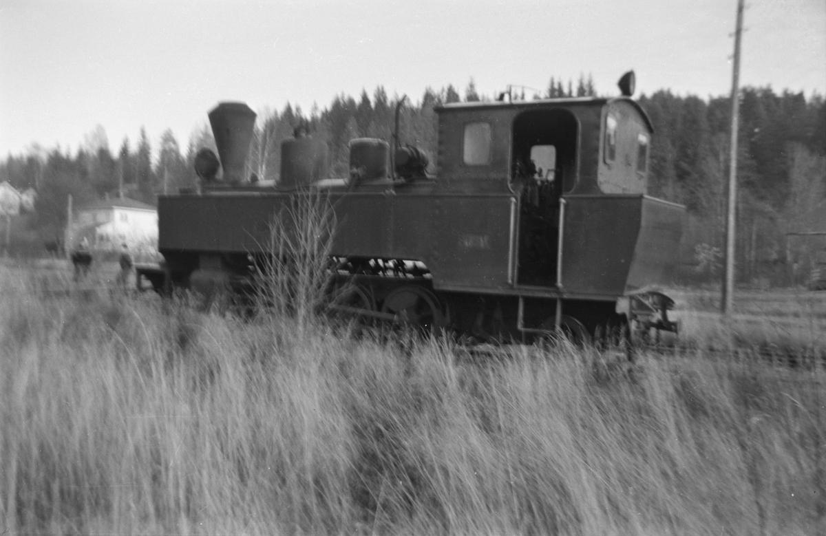 Lok 6 HØLAND Skulerud stasjon kort tid før flytting til museumsbanen på Sørumsand.