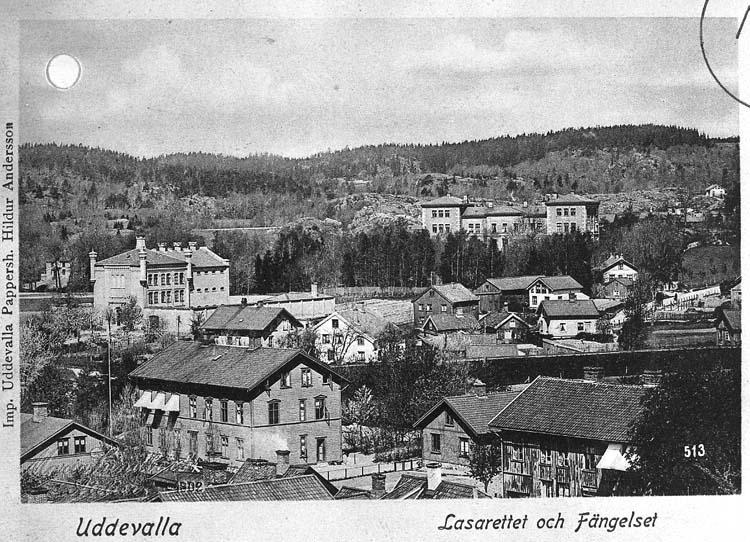 """Text på kortet: """"Uddevalla. Lasarettet och Fängelset""""."""
