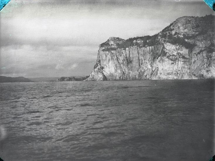 """""""1930. 1. Smörkullen vid ingången till Saltkällefjorden."""""""