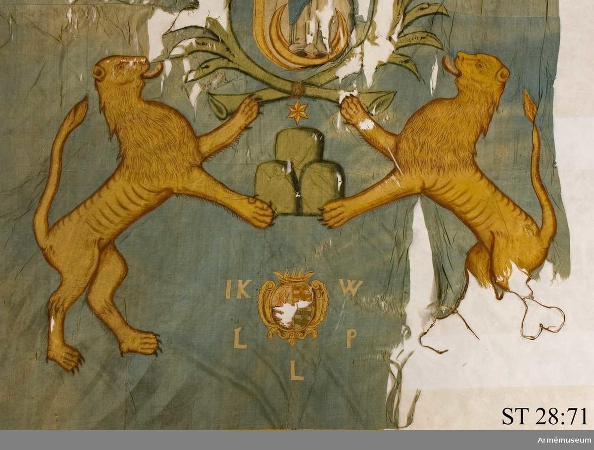 Duk av blått siden med bård bestående av vita och gula romber. Motivet består av en madonna stående på månskära infattad i ett ramverk och palmkvistar. I dukens nedre del syns Lembergs stadsvapen samt familjen Szolc-Wolfowicz vapen vilket senare har målats över till Sachsens vapenbild. Runt familjevapnet initialerna I K W L P L Överst på duken står en latinsk devis: TV PROCVRA NON PEREAMUS (Du ser till att vi inte går under)