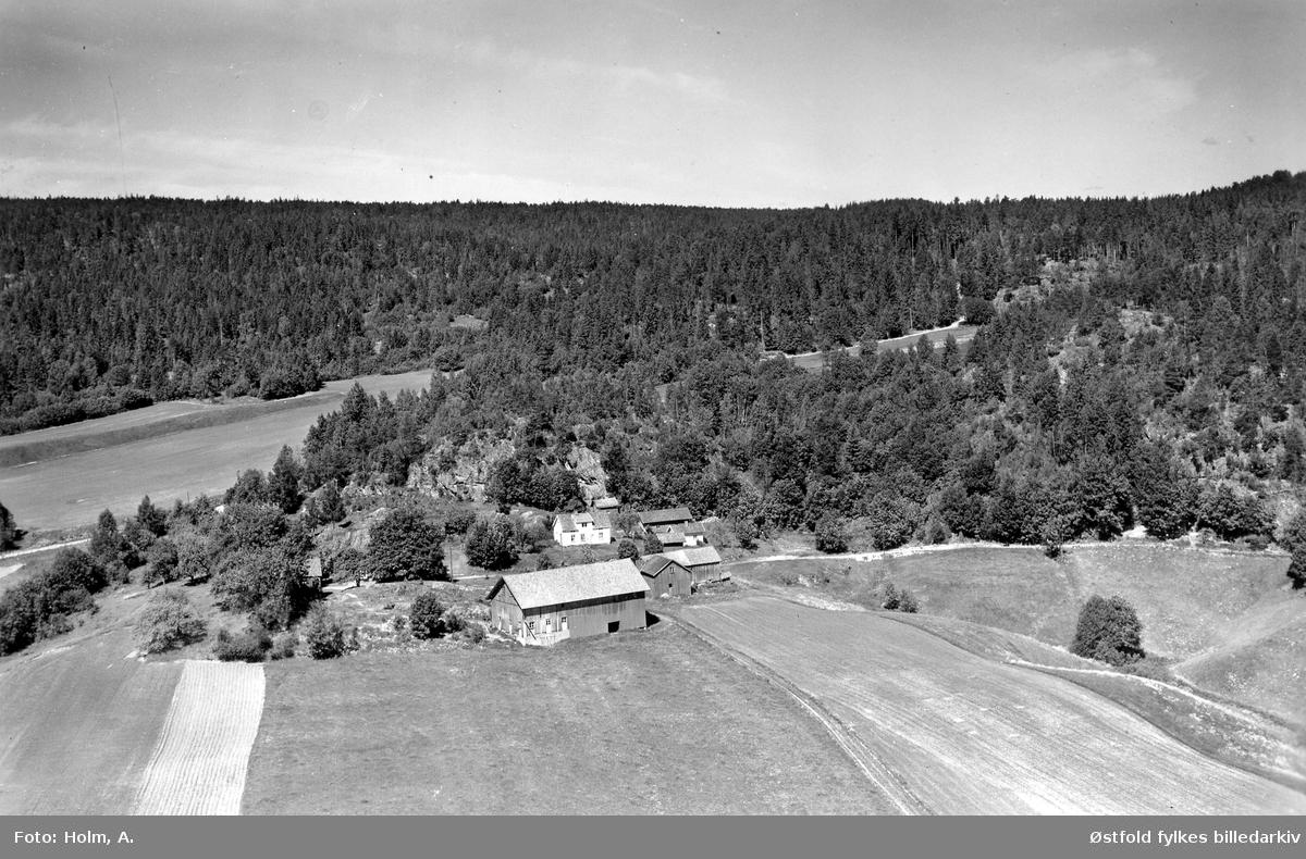 Glenne nordre gård  i Skiptvet, flyfoto 20. juni  1957. Også kalt  Glennebakken.