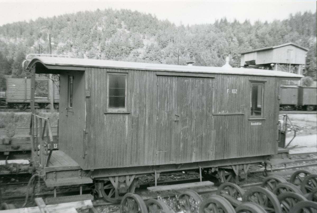 Setesdalsbanens konduktørvogn F 102 på Grovane