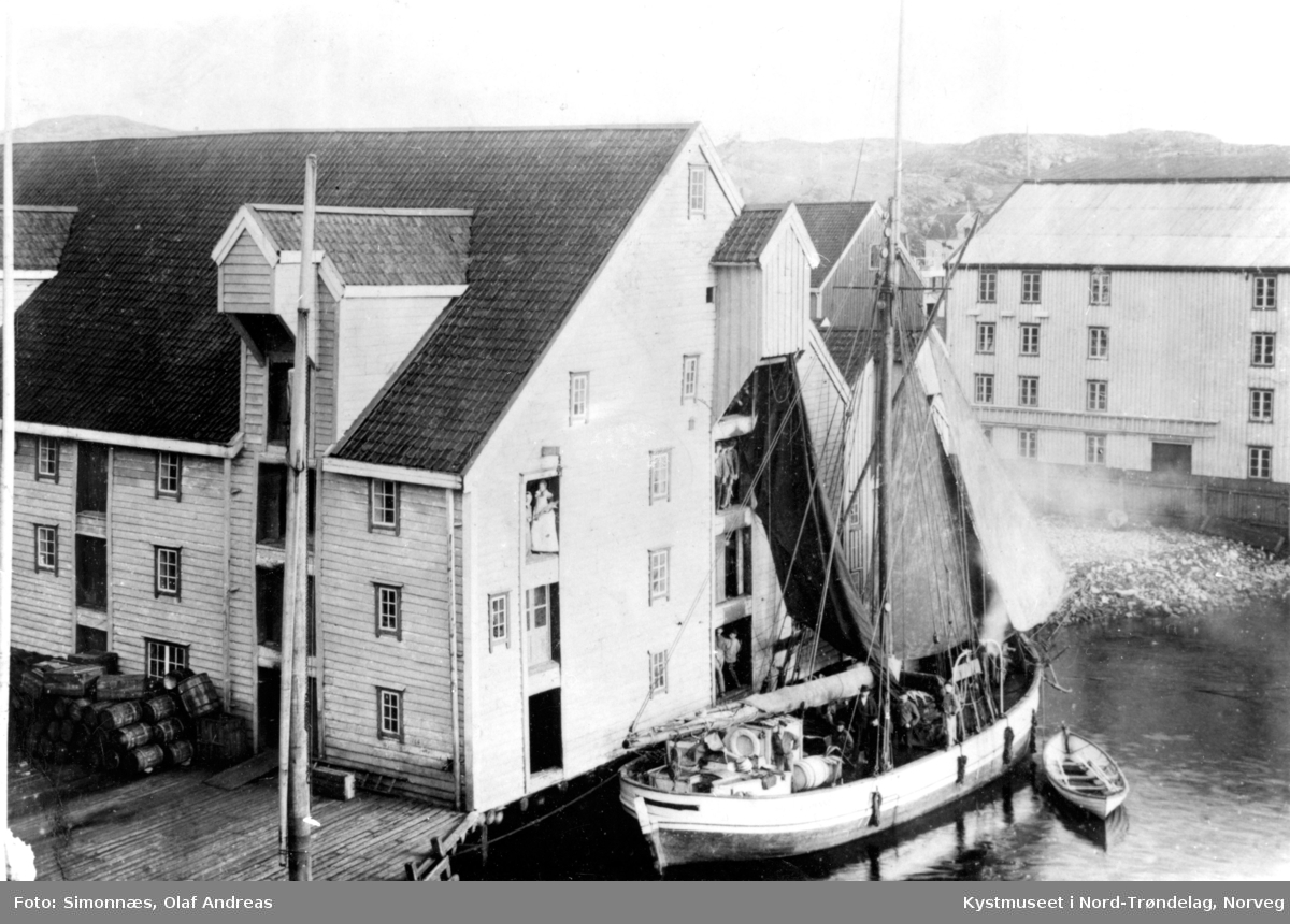 """Frakte-og fiskebåten """"Johanne"""" 58` ved bryggen i Kristiansund"""