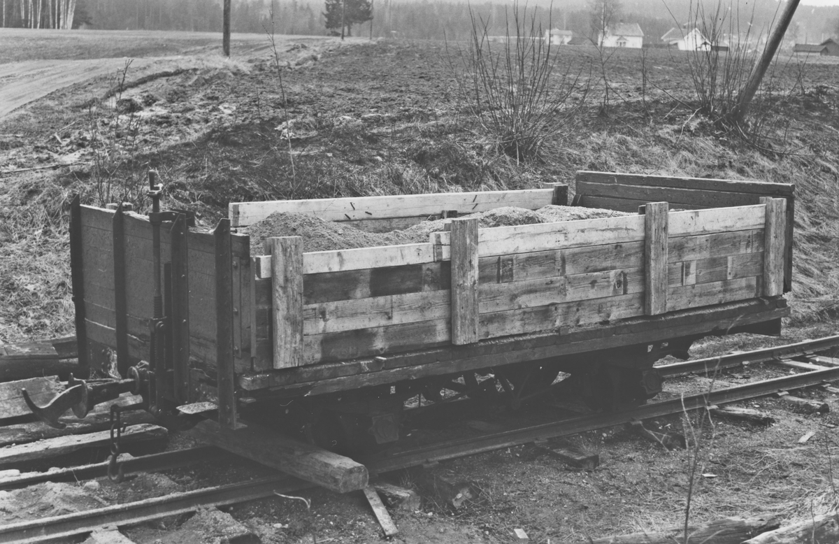 Godsvogn K 19 benyttet som grusvogn.