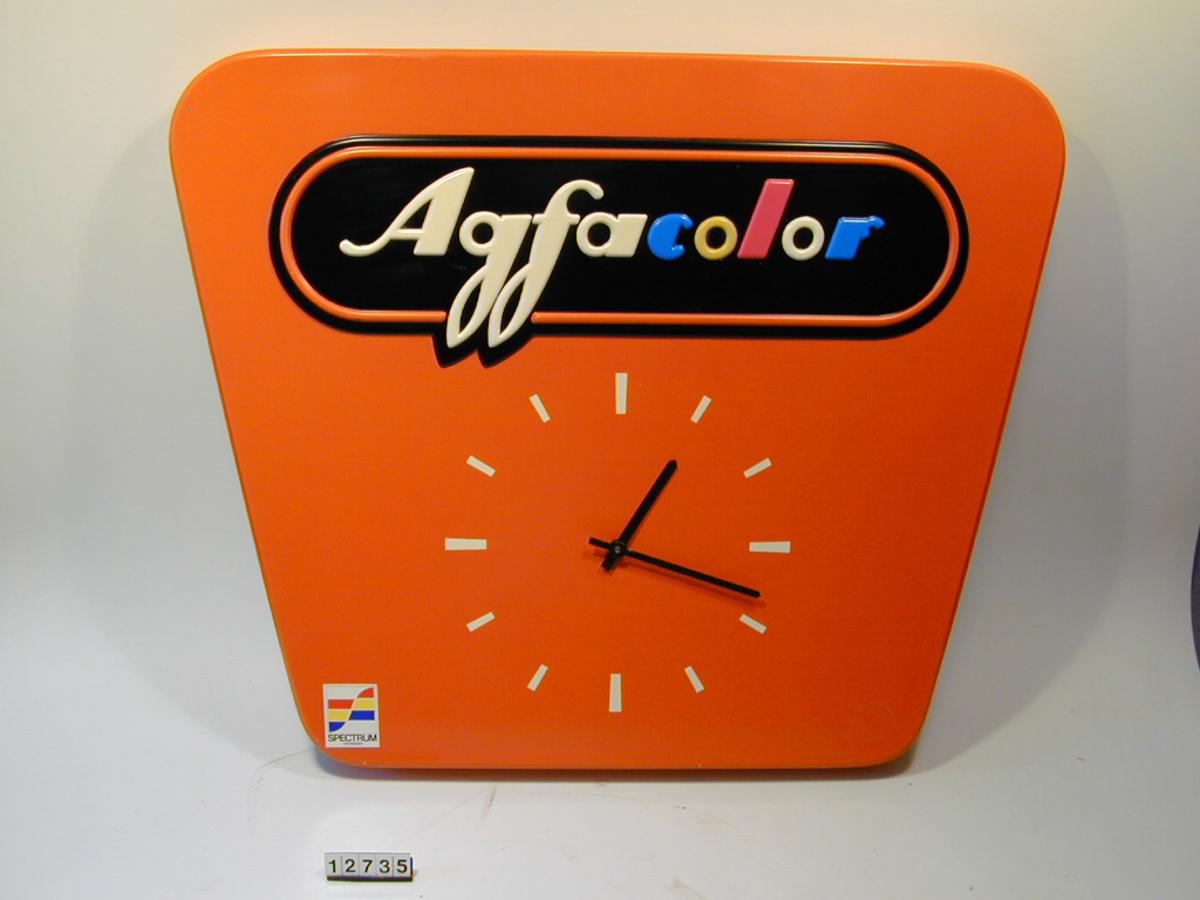 Agfacolor reklameskilt/ klokke, batteridrevet. Form: Trapes