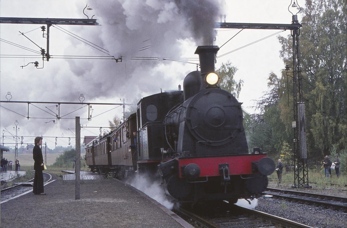 Ekstratog for Norsk Jernbaneklubb på den nedlagte delen av Drammenbanen Spikkestad - Lier. Damplokomotiv Norsk Hydro M2.