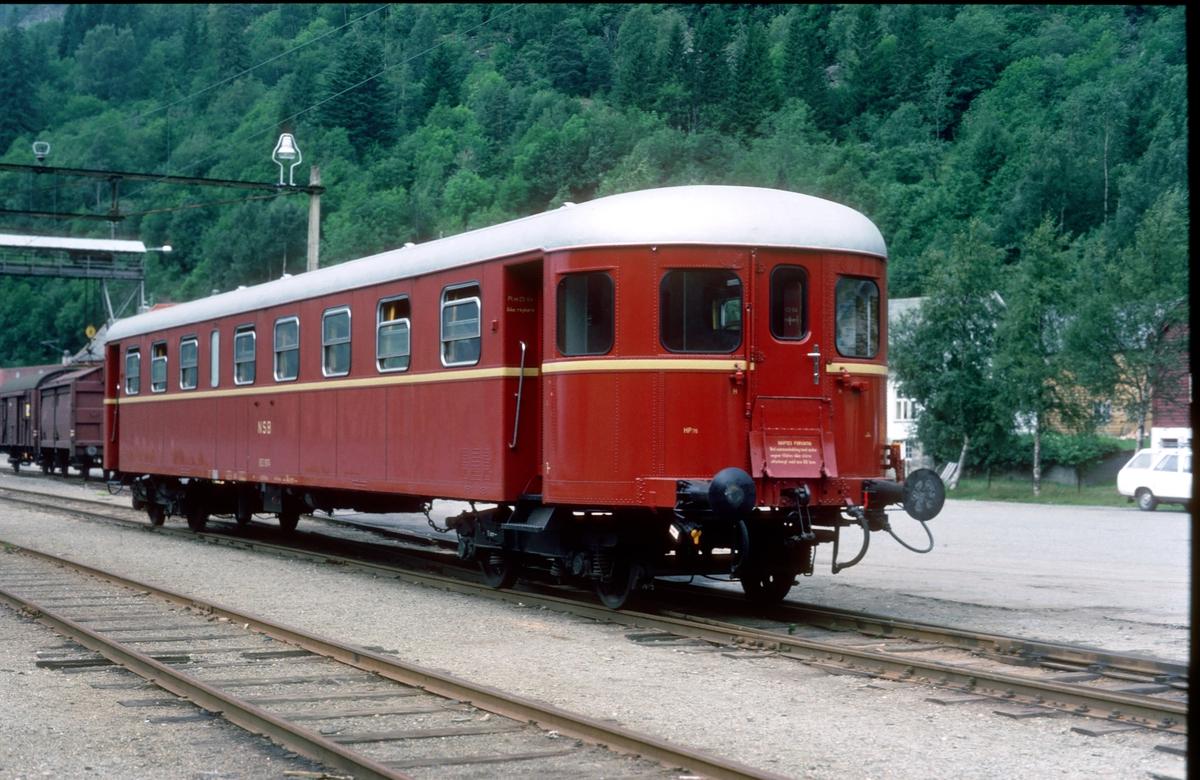 Hardangerbana. Granvin stasjon. Vogn type B23.