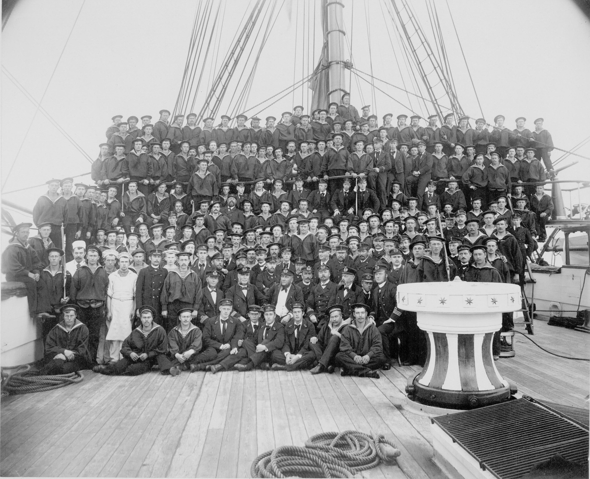 "Motiv: Besetningsfoto ""NORDSTJERNEN""  tatt i Trondheim 1895"