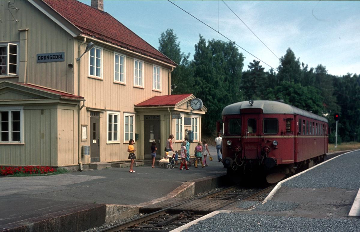 Persontog fra Kragerø i Neslandsvatn. BM 86 16.