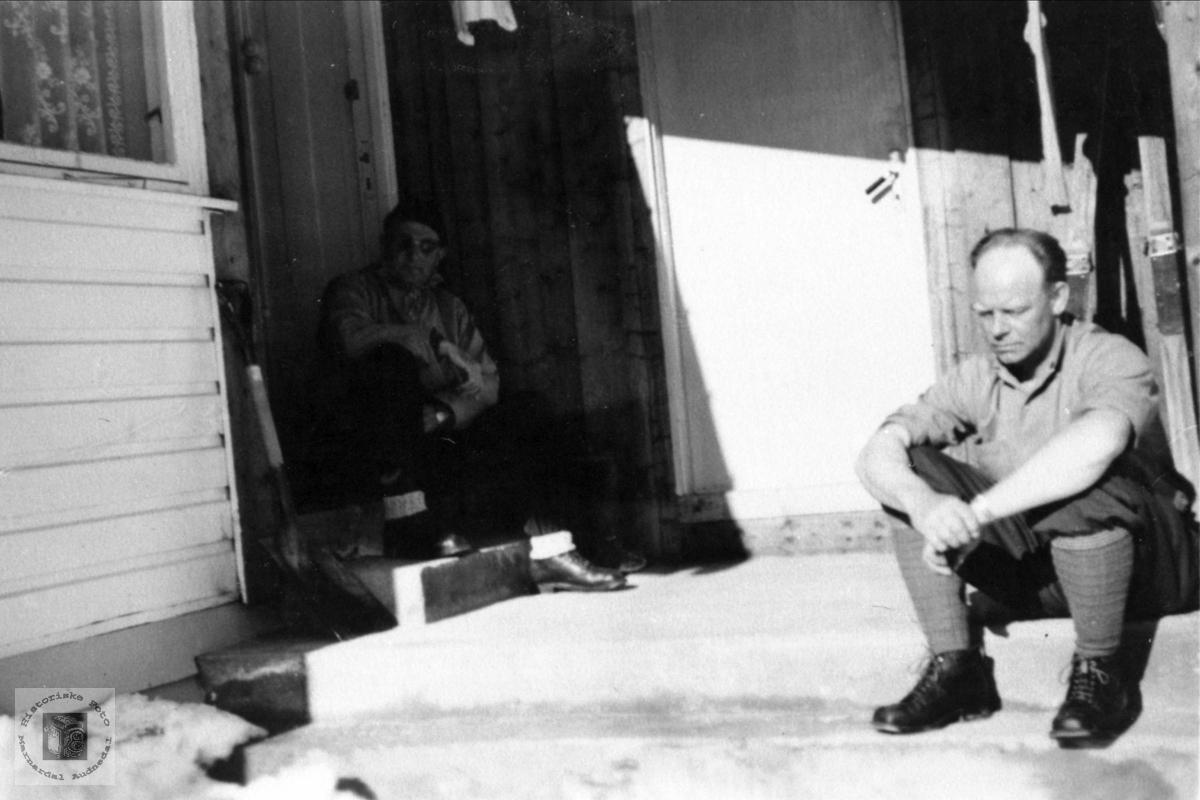 Svogre Jakob Skjævesland og Einar Øyslebø