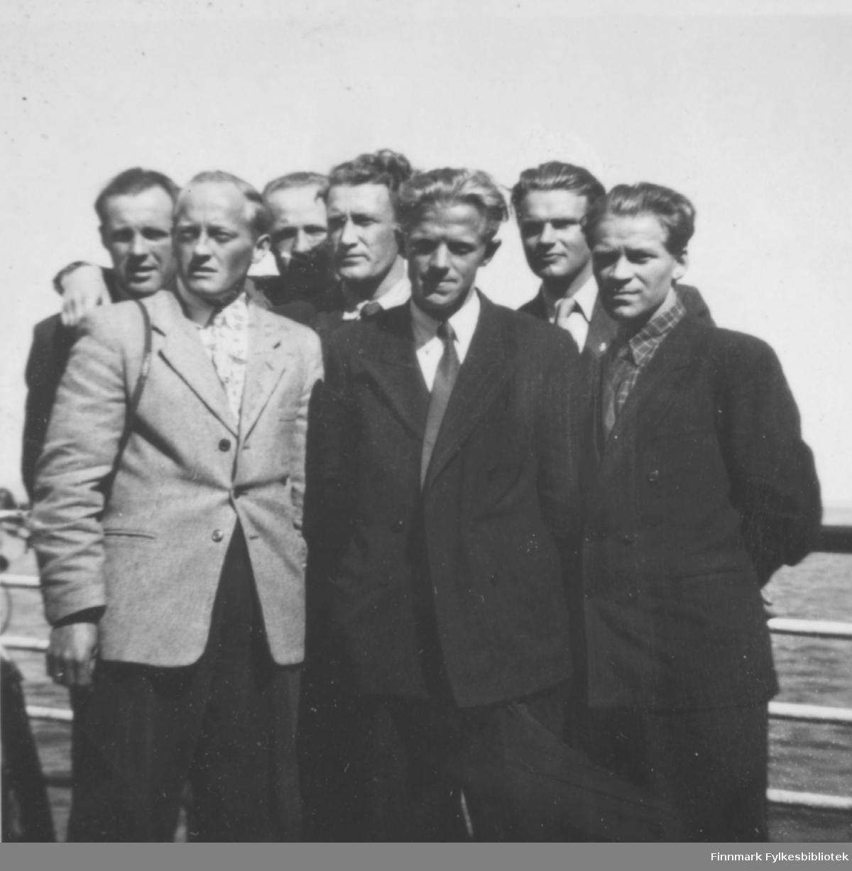 Ombord på hurtigruta, på vei til eller fra repetisjonsøvelse på Drevjamoen, 1955-1956