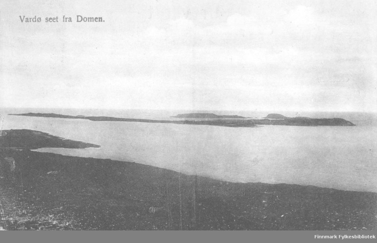 Postkort fra Vardø. På fotografiet ser man over fra Domen til Vardø