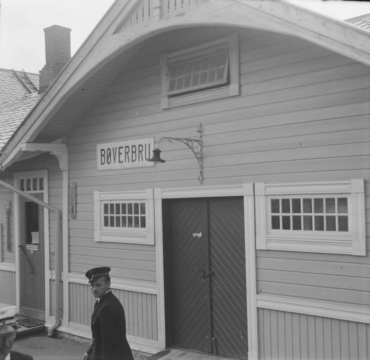 Bøverbru stasjon var betjent til A/L Hølandsbanens veterantog fra Eina til Skreia.