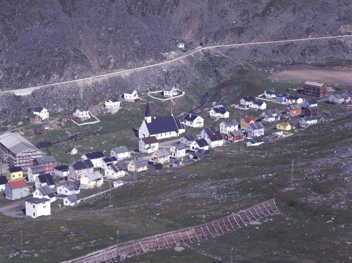 Flyfoto fra Kjøllefjord. Negativ nr. 122742.