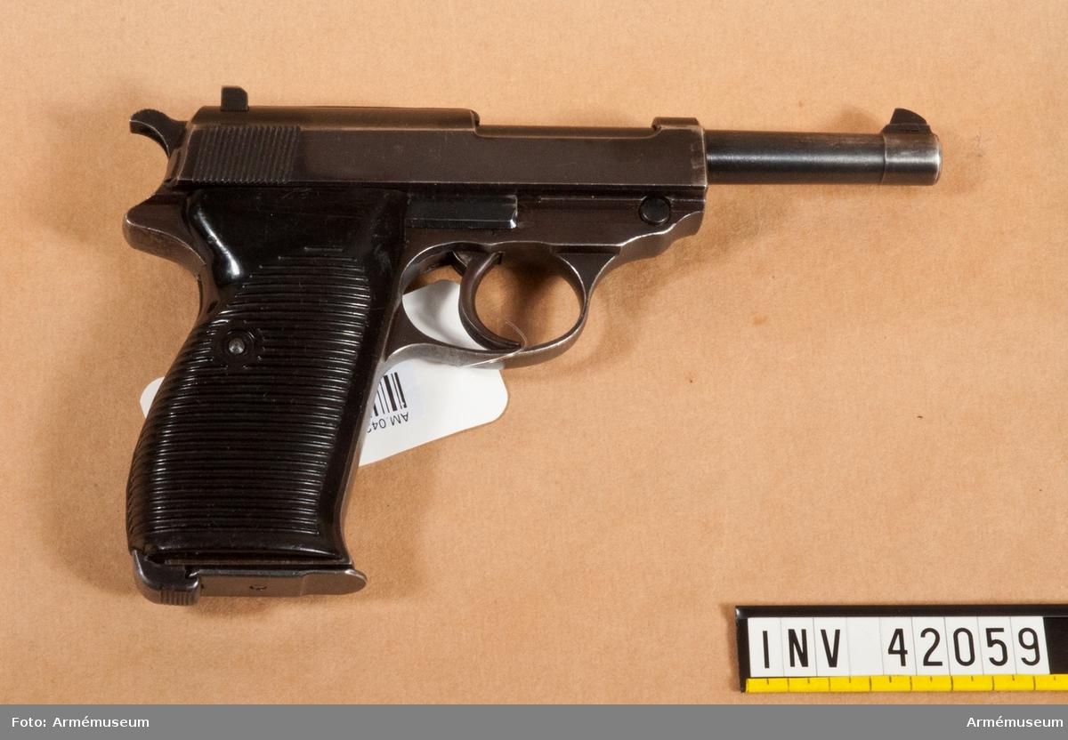Grupp E III. Modellen antagen i Sverige år 1939. Pistolen är kamrad för parabellumammunition.