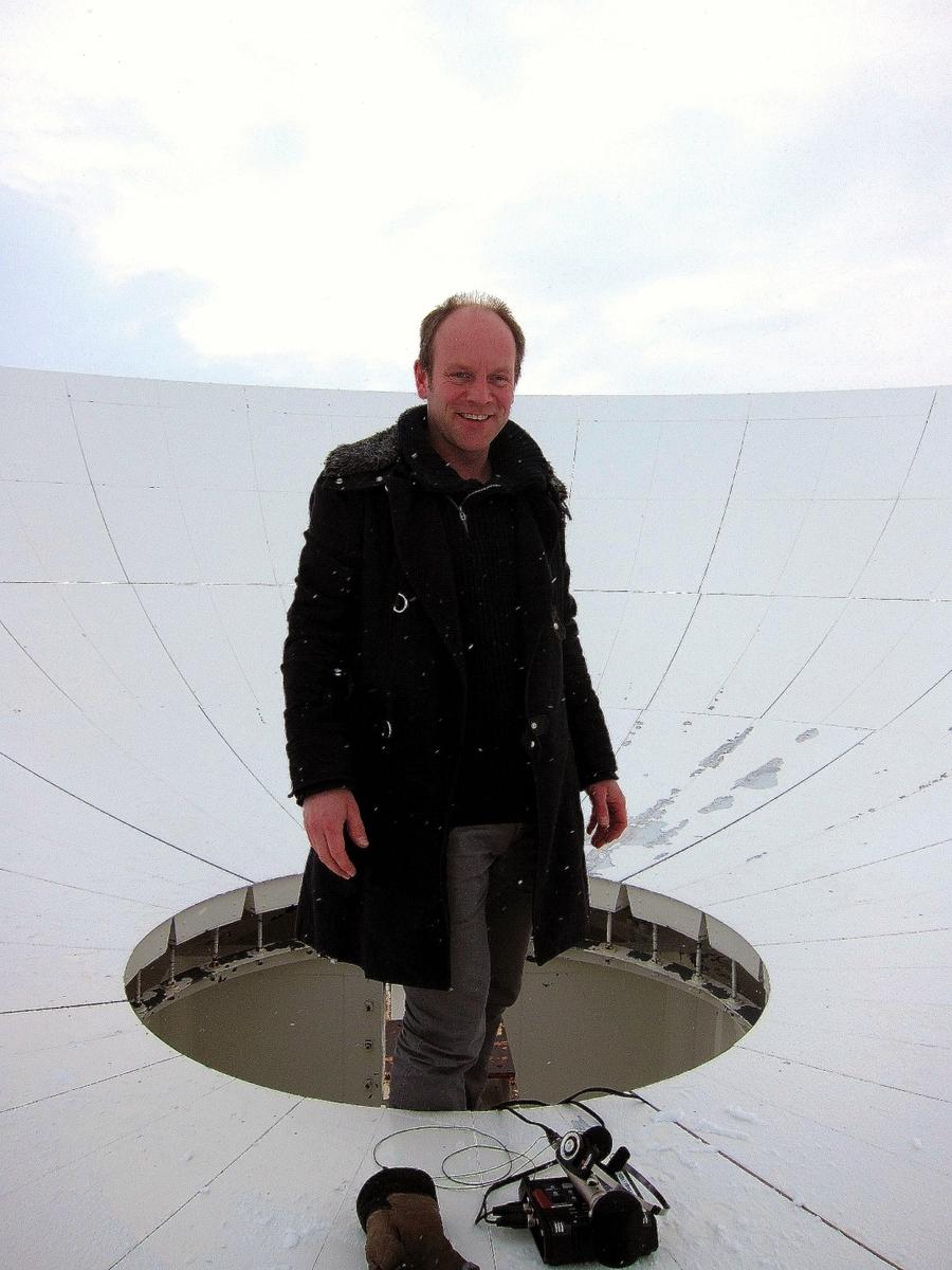 Øyvind Brantsegg forteller om prosjektet.  Installasjonene består av 12 glasshøyttalere, PC, lydkort, forsterkere og kabling.  I tillegg streames verket på: web radio http://193.90.68.207:8000 mobil app https://play.google.com/store/apps/details?id=com.vlbib webside med bakgrunnsinfo:http://www.researchcatalogue.net/view/55360/55361