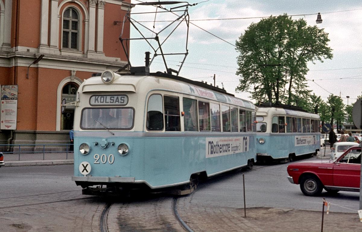 Oslo Sporveier. Gullfisk. Gullfisker, B-tog, vogn 200 og 197 ved Østbanen, Jernbanetorget.