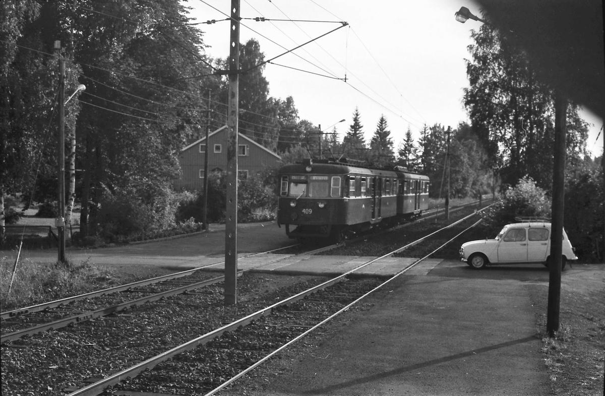 Egne Hjem stasjon på Kolsåsbanen med C-tog. Vogn 409. Oslo Sporveier.