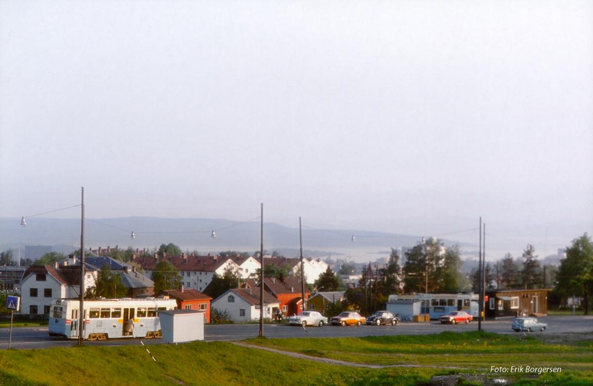 Høka-vogner ved Disen trikkesløyfe, Grefsenveien, Kjelsåsbanen. Oslo Sporveier.