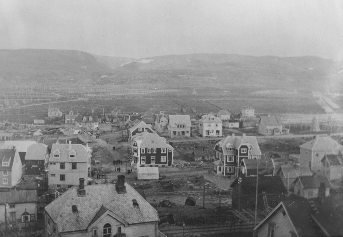 Været i Berlevåg oppbygget etter brannen i 1928. Bildet er tatt fra St.Haugen mot Løkvikdalstranga ( mellom Revnestoppen og Vedalsfjelle).