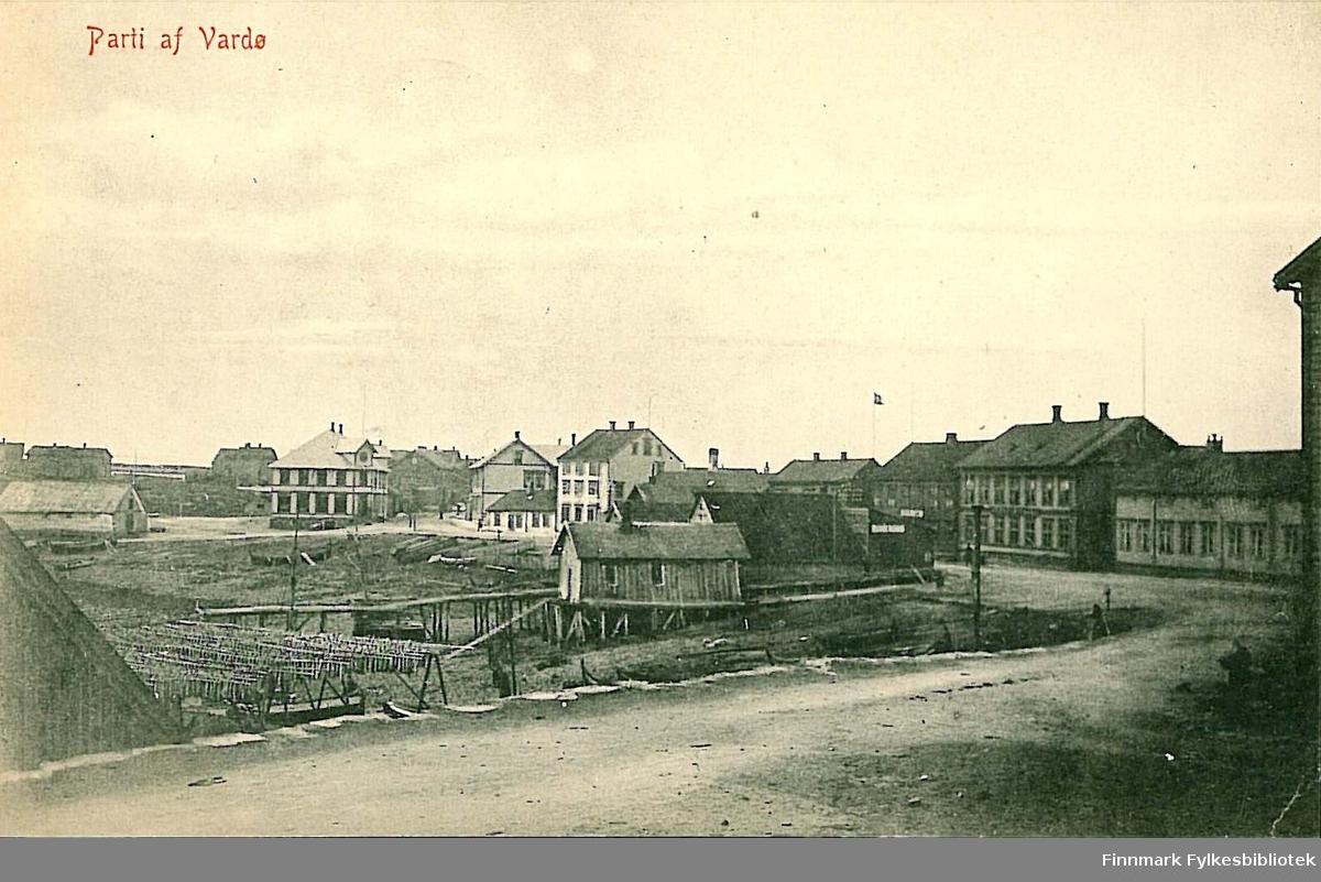 Postkort med motiv fra Vardø. Kortet er en nyttårshilsen til Arthur og Kirsten Buck, sendt fra Vardø i 1911.