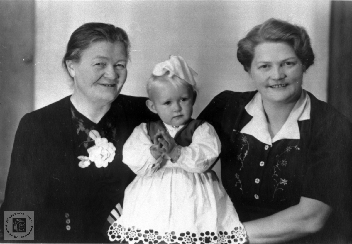 3 damer i ulik alder