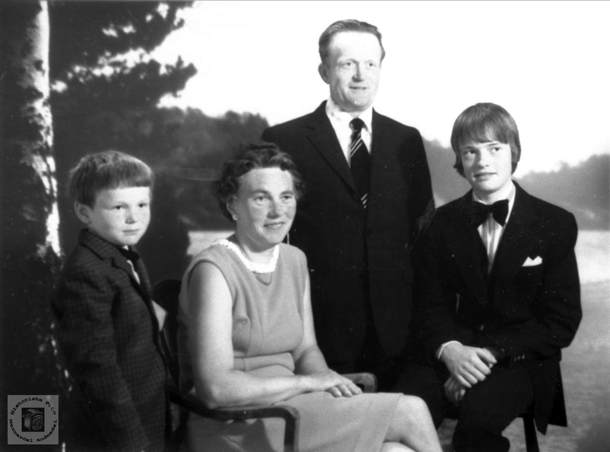 Familiegruppe på Venevoll, Ågset.