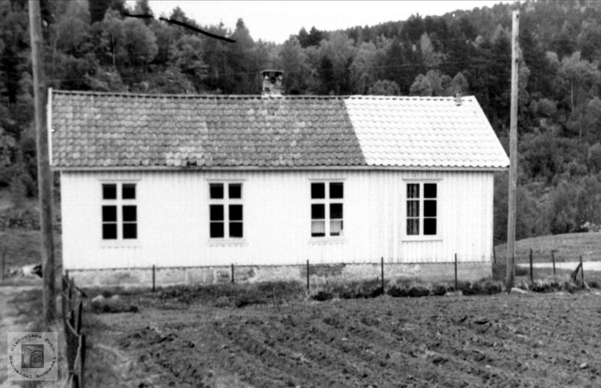 Skolehus. Koland skole, Bjelland.
