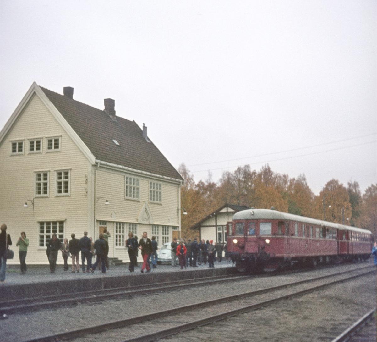 Lena stasjon med ekstratog til Skreia.