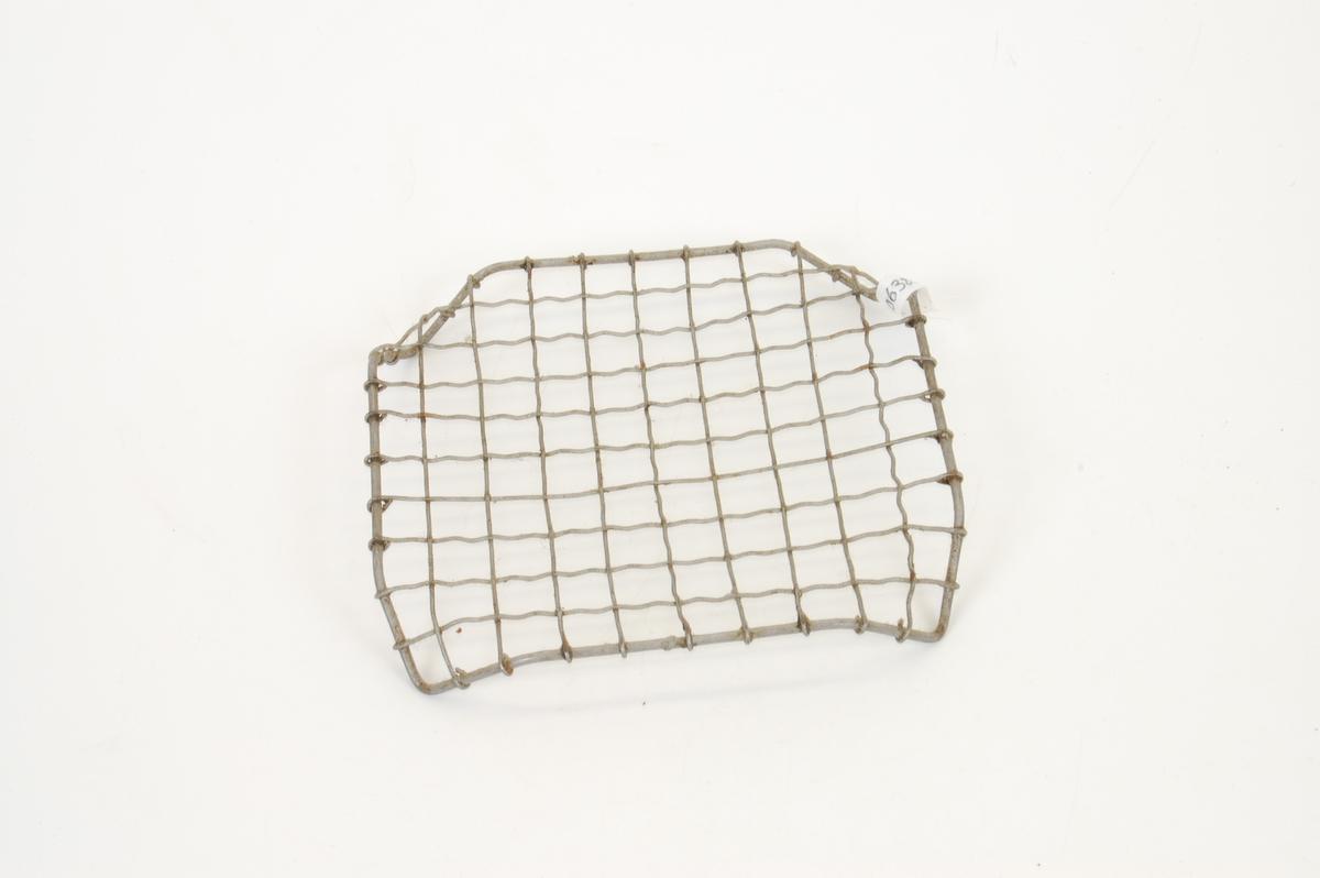 Form: kvadratisk, brutte hjørner