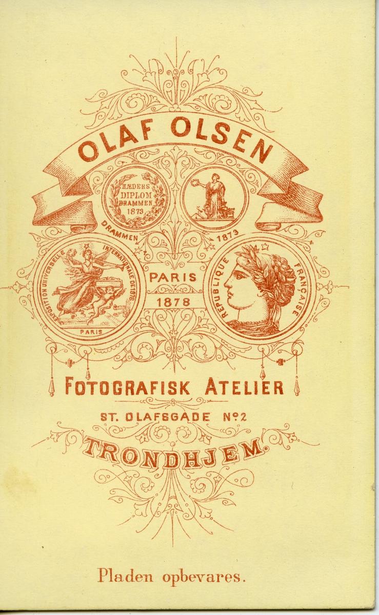 Portrett i halvfigur av handelsmann Radmann Sundfor som drev handelsforretning i Vardø