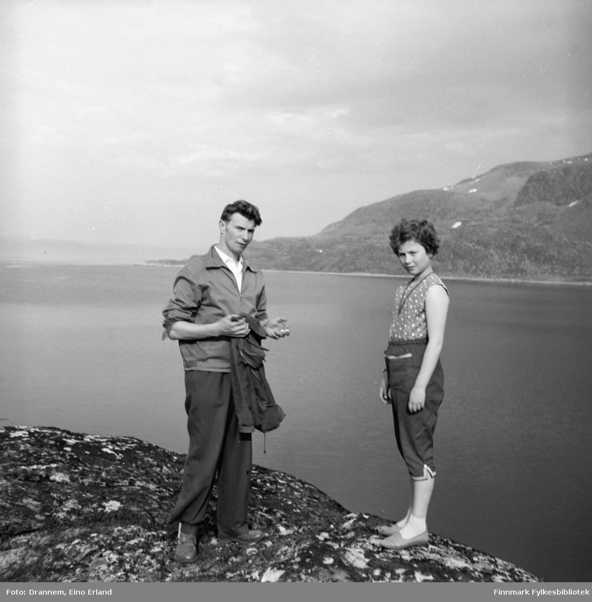 Eino Drannem med sin datter Turid Lillian på en fjelltur i Hammerfest