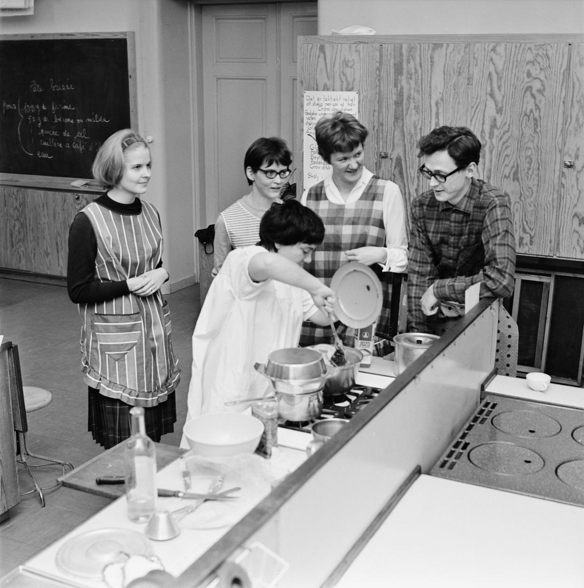 Folke Bernadottehemmet, matlagning, Uppsala, februari 1964
