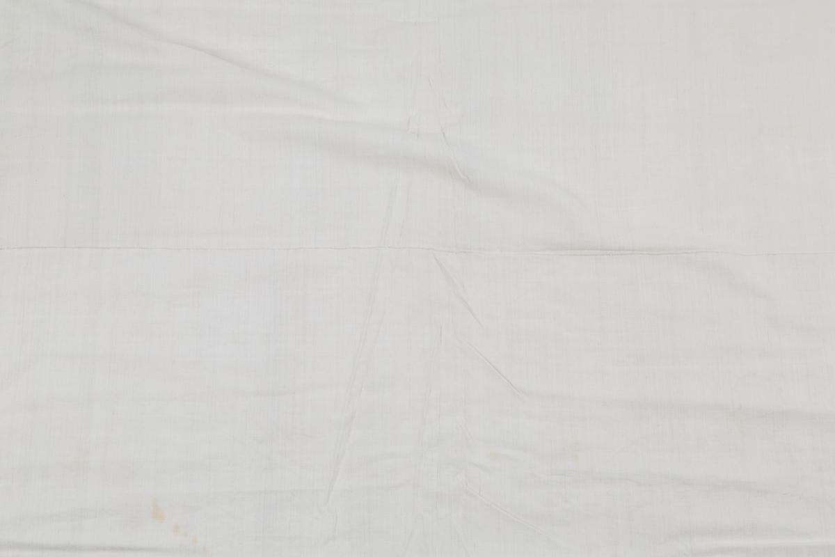 Rektangulært. Håndvevet. 2 bredder sydd sammen. Årstall 1875 og ant. bokstaven T brodert mrd små korssting i hjørne. Faller sydd for hånd.  Tilvirket av Elise Mørk Gitt av Marit Linnestad, Vestby Eiet av Tordis Mørk Pettersen Kjøpt på auksjon på Dal gård, Erikstadbygda, Vestby