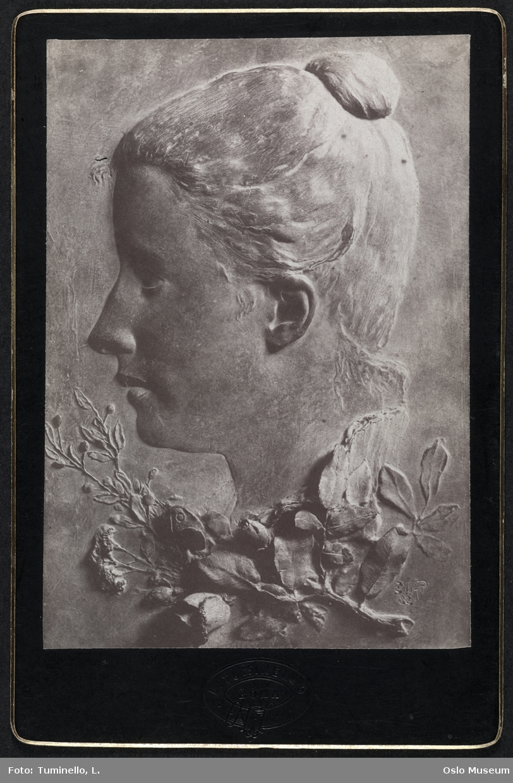 portrettrelieff på grav, kvinne, profil