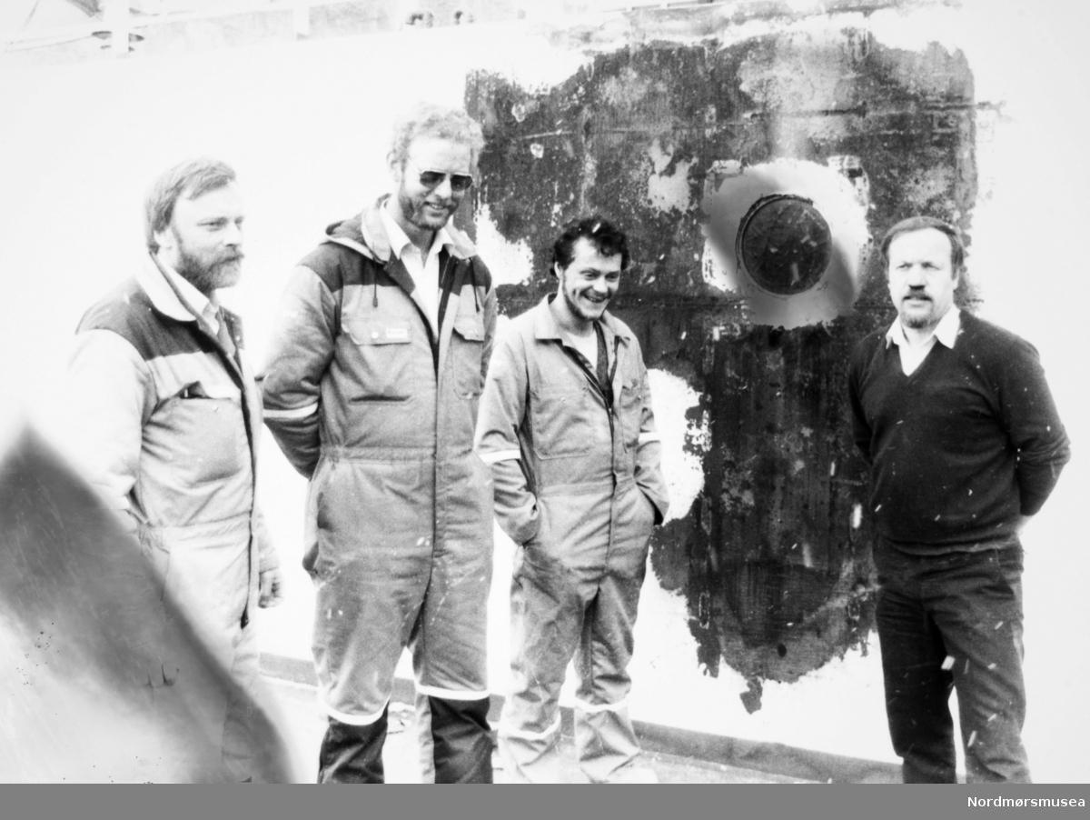 Asbjørn Tevik, Olav Vinje, Bolsøy og skipper Strupstad. Bildet er fra avisa Tidens Krav sitt arkiv i tidsrommet 1970-1994. Nå i Nordmøre museums fotosamling.