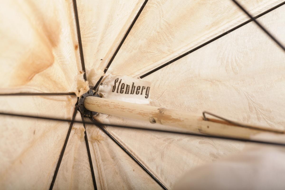Parasoll, hvit med blonde langs kanten, hvitmalt stav av tre.