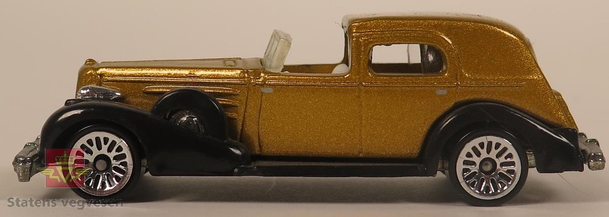 Samling av flere modellbiler. De har hovedfargene grå, gull, blå, rød, svart og oransje. Alle er hovedsakelig laget av metall. Skala 1:76 (Antatt av NVM).