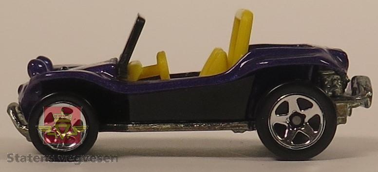 Samling av sju modellbiler. De har hovedfargene lilla, gull, rød og blå. Alle er hovedsakelig laget av metall. Skala 1:76 (Antatt av NVM).