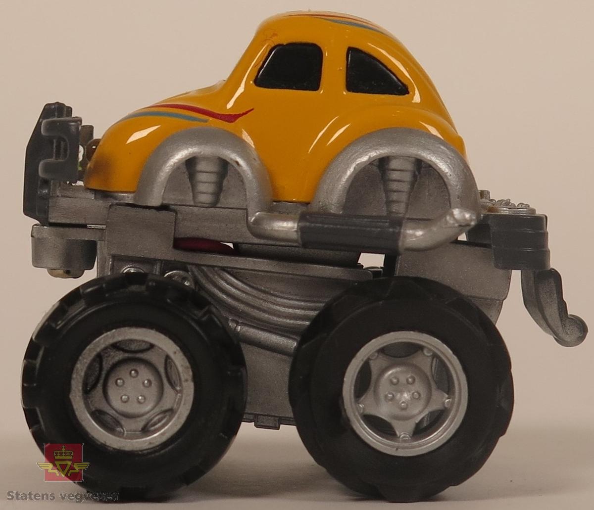 """Samling av """"monstertruck"""" modellbiler. Hovedfargene er blå, grønn, rød, gul, oransje og hvit. Alle bilene er laget av plast."""