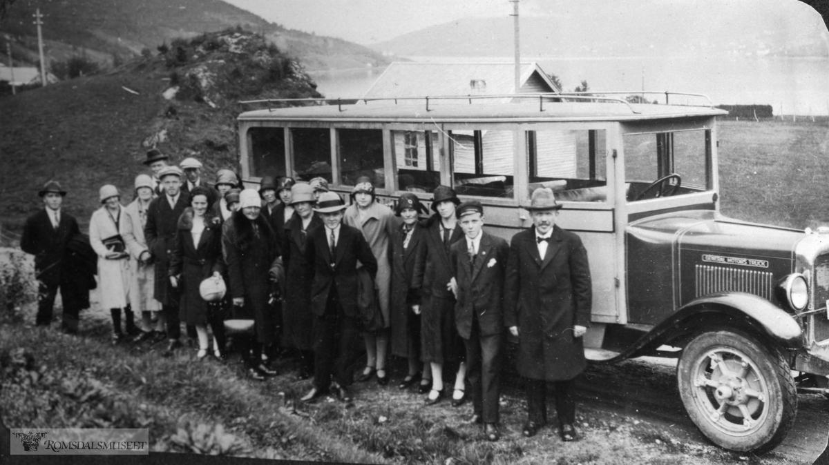 """""""Vatne musikklag på besøk 01.09.1929 i Løvika""""."""