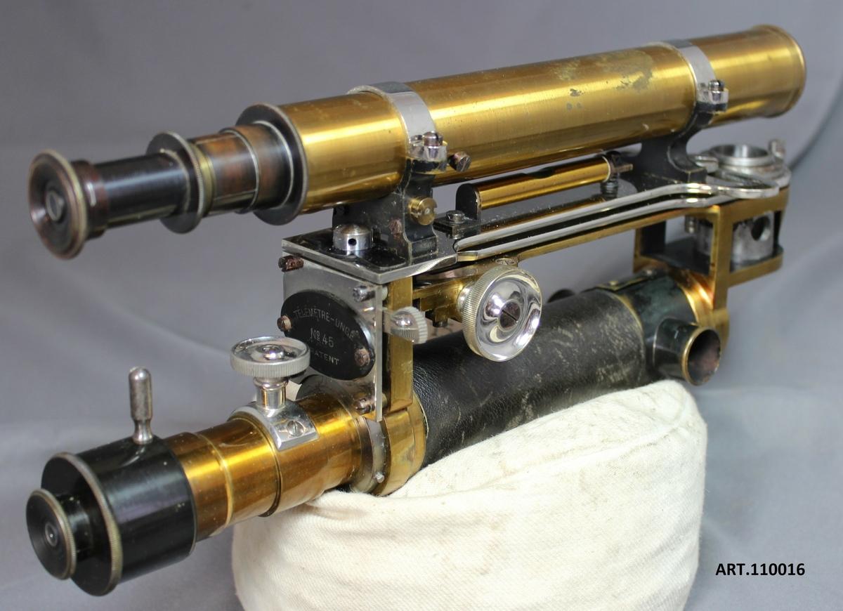"""""""Telemetre Unge No 45 patent 1506"""" från 1895. Den svenska ingenjörn och uppfinnaren Wilhelm Theodor Unge levde mellan 1845 - 1915. Han blev examinerad maskiningengjör 1866, endast 21 år gammal och tjänstgjorde därefter på Upplands regemente där han 1867 uppfann Telemetren och arbetade med olika förbättringar inom Artilleriet. Under 1890-talet uppfann Unge en """"lufttorped"""" som avsköts med hjälp av en kanon.  Från 1891 arbetade Unge ihop med Alfred Nobel och främst då med att förbättra fasta drivmedel för framdrivning av William Hales raketer. Med Nobels aktiva stöd bildade Unge bolaget Mars AB med dess huvudkontor på dåvarande Östermalmsgatan 67, St-holm."""