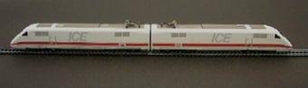 Två drivenheter för  tyskt höghastighetståg ICE, modeller i skala 1:87.  Fordonen har Nr: 401 511-1, Nr: 401 011-2, och bildar ett tågsätt tillsammans med tre vagnar med inv. nr Jvm17536-1,Jvm17537-1, och Jvm17538-1.  Modell/Fabrikat/typ: Ho